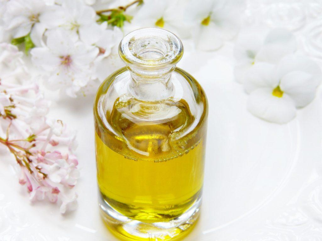 Öl Aromaöl Massage Wellness Medical Wellness Therapie Gesundheit Entspannung Balance