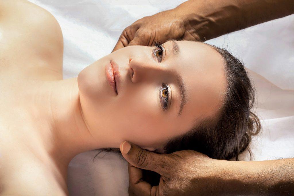 Gesicht Frau MT Halswirbelsäule Therapie